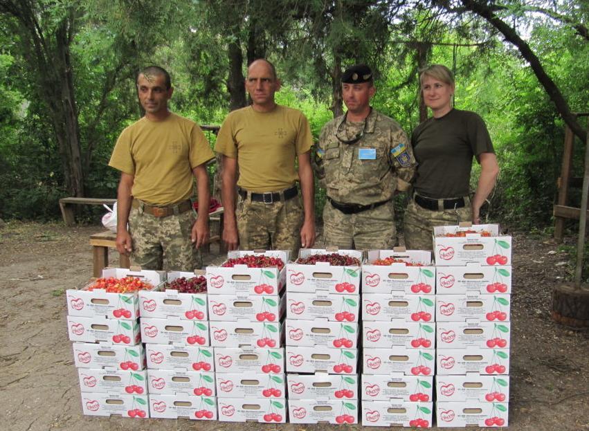 Волонтеры отвезли ребятам витаминно-лечебную посылку