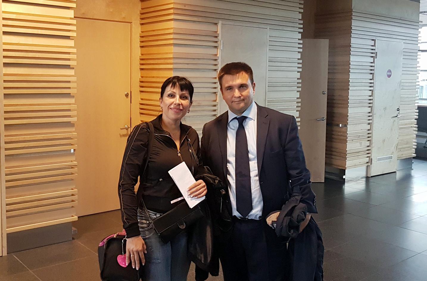 Руководитель мелитопольской волонтерской группы «Патриот» познакомилась с Министром иностранных дел Украины