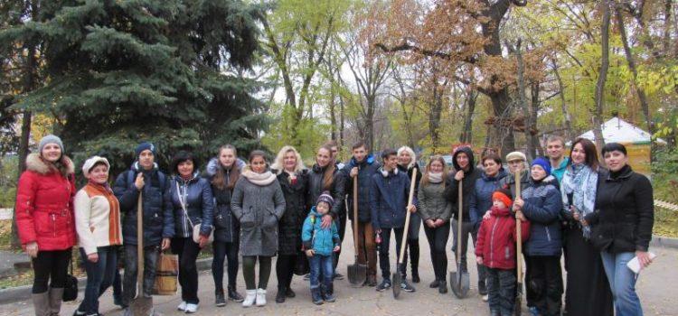 Мелитопольцы озеленили местный парк