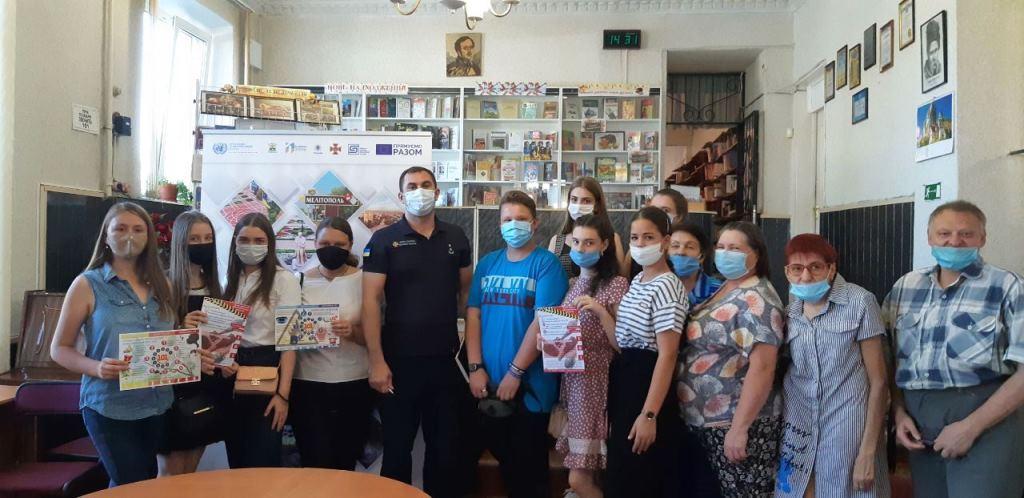 Мелітопольські рятувальники розповідають мешканцям міста про специфіку роботи Служби порятунку та профілактують безпеку